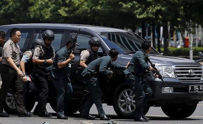 Indonesia: Attackers kill police at eid festival