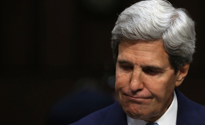 Kerry meets negotiators searching for peace in Columbia