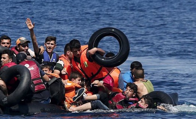 Turkey tries 'people smugglers' over Syrian toddler's death