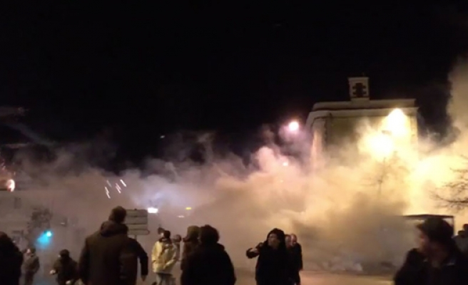 Israel uses teargas to disperse W. Bank Palestinians
