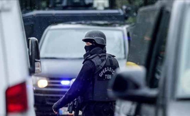 Police searching for bomb around Istanbul courthouse