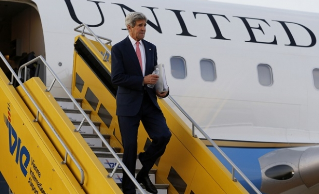 Kerry visits Iraq for talks on ISIL war