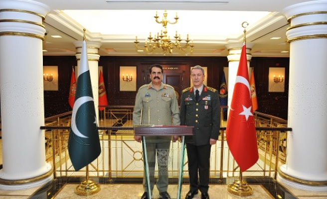 Turkish army chief meets Pakistani counterpart