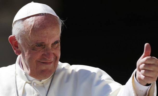 Pope asks to visit refugees in Greece