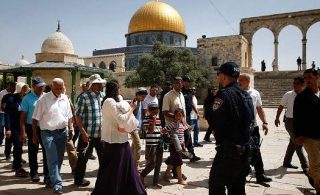 Palestinians protest Israeli measures at Al-Aqsa