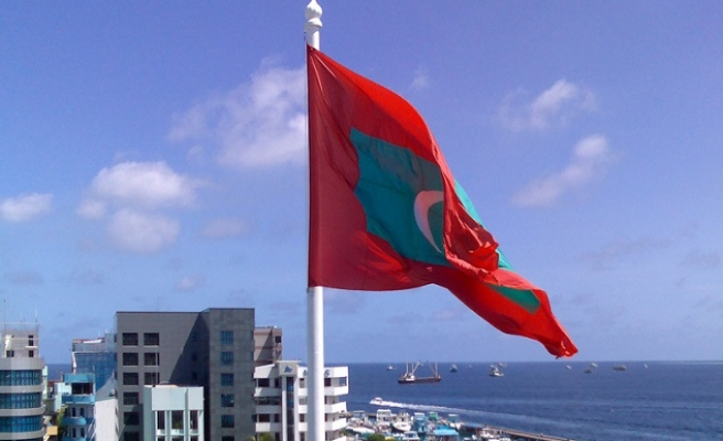 Mass arrests in Maldives as activists defy emergency