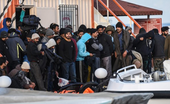Nearly 1,000 undocumented migrants held in Turkey