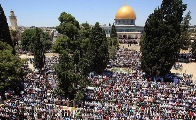 20,000 Palestinians perform Friday prayers at Al-Aqsa