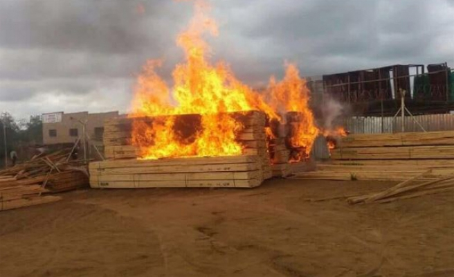 Mob justice paralyses as shops burn in S. Africa