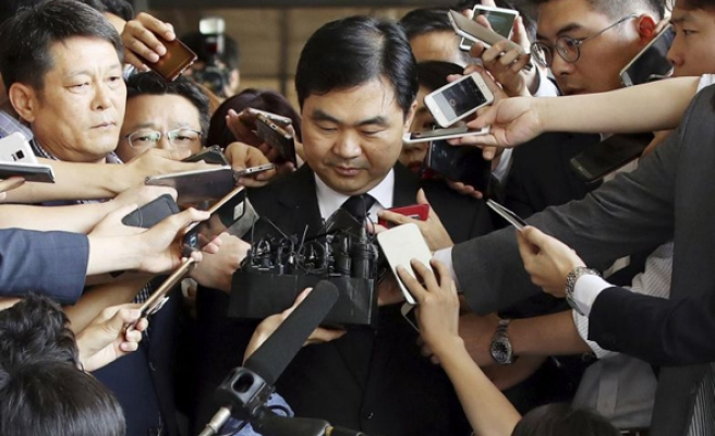 Top S. Korean prosecutor indicted on corruption charges
