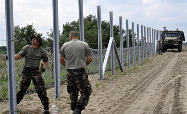 Hungary to build 2nd fence to block refugees