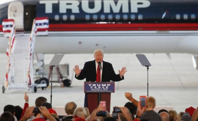 Trump says voters must dump the Clintons