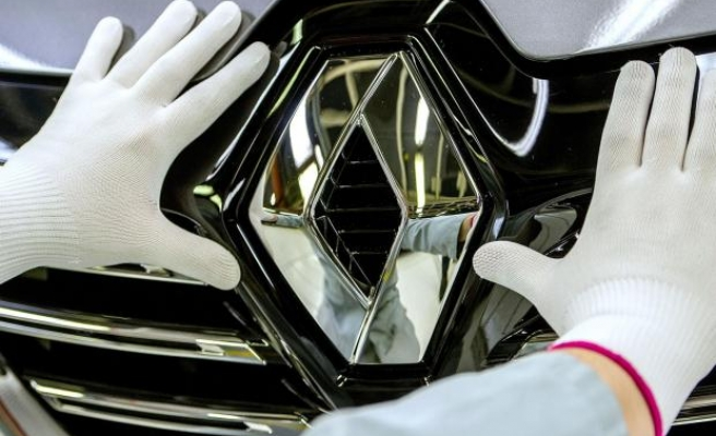 Renault profits dragged down by Nissan plunge