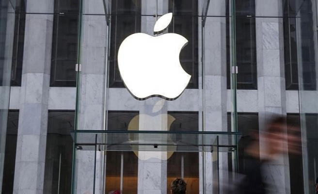 Apple first company to reach $1T