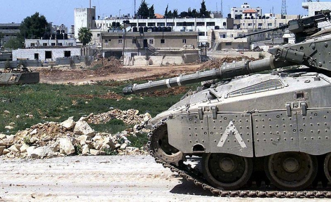 Israeli tanks hit Gaza Strip