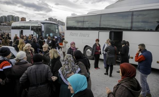 Convoy spotlighting women in Syrian prisons to set off