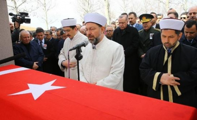 Former Turkish state minister laid to rest