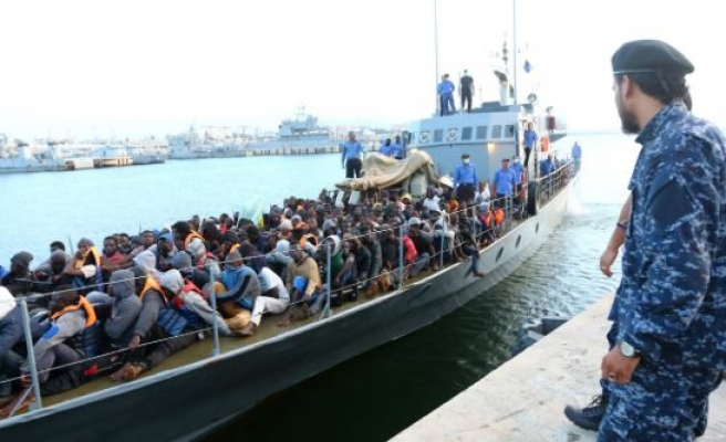 Italy threatens EU funding in migrant row