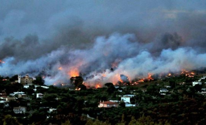 Turks, Greeks pray for victims of wildfires