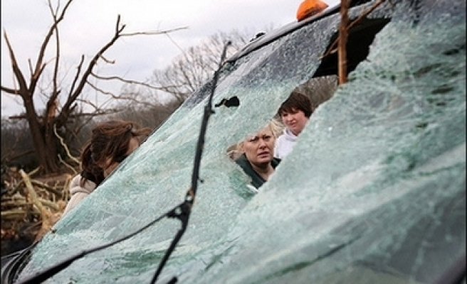 U.S. tornadoes kill 34, threaten more damage in South- UPDATED
