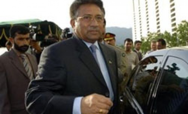 Pakistan court issues arrest warrant for Musharraf