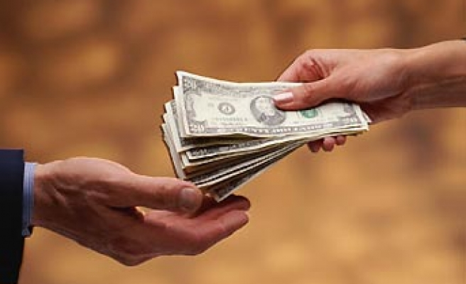 One in four worldwide pays bribes: poll