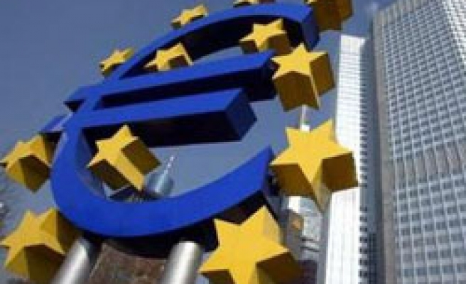 EU hopes Greece bailout to contain crisis, Greece draws 'red line'