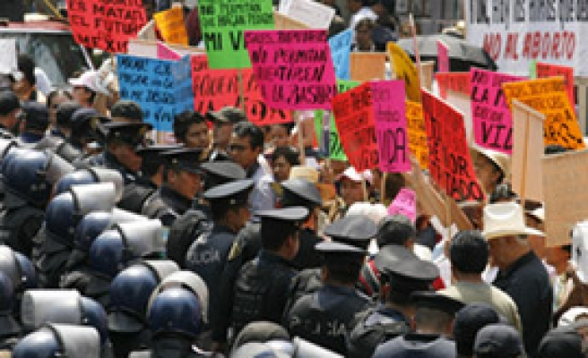Mexican capital legalises abortion