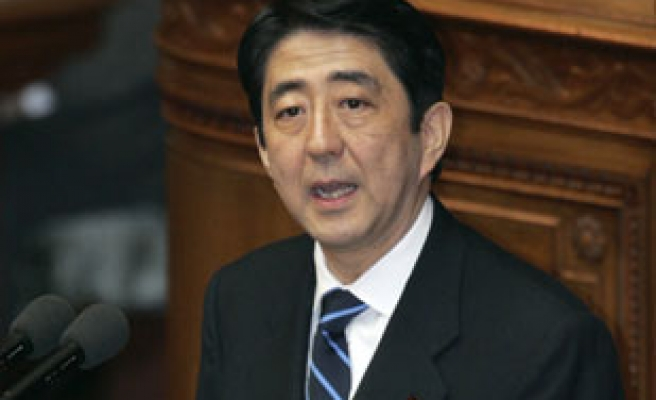Abe heads for Washington summit