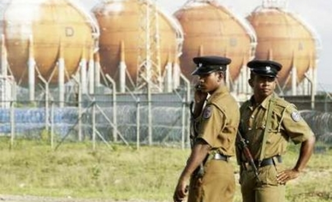 Rebels bomb fuel facilities in Sri Lanka