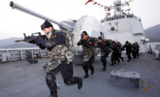 Pirates to China: 'do not endanger crew lives with rescue operation'