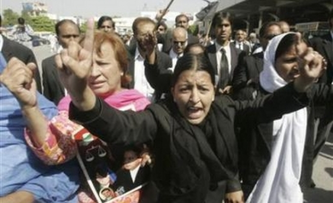 Pakistani troops told to shoot rioters
