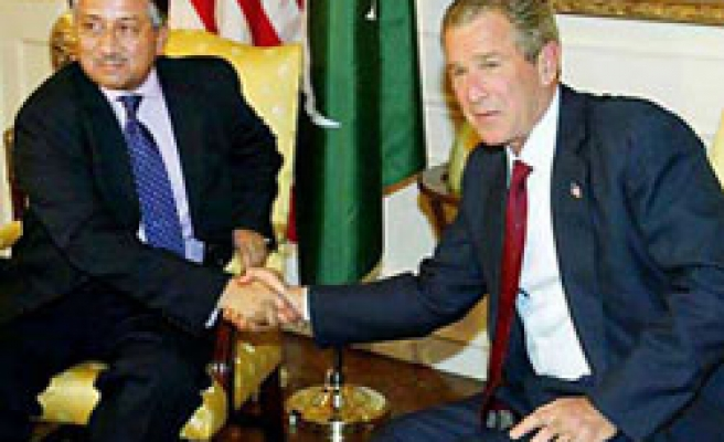 Bush gives $1 billion a year to Pakistan to fight 'terror'