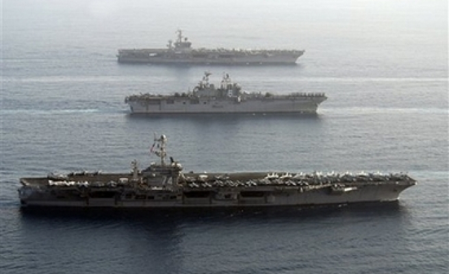 US navy stages show of force off Iran coast