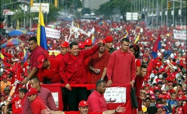 Thousands march in support of Chavez