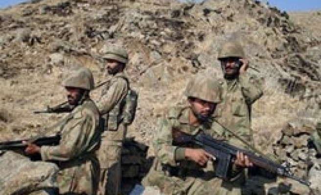 Pakistan army says troops missing