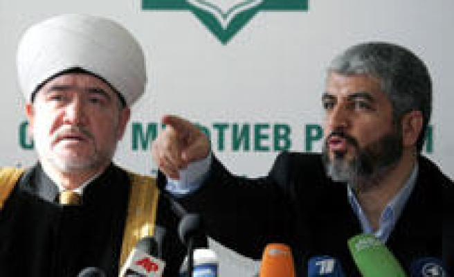 Hamas Meets Scholars, Businessmen on Key Russia Visit