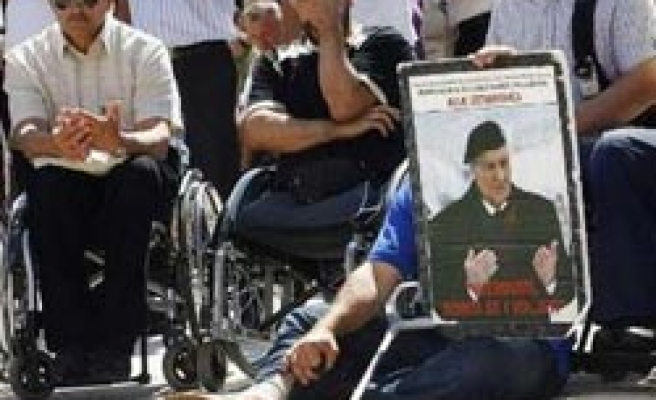 Bosnian veterans injured in protest over govt cuts