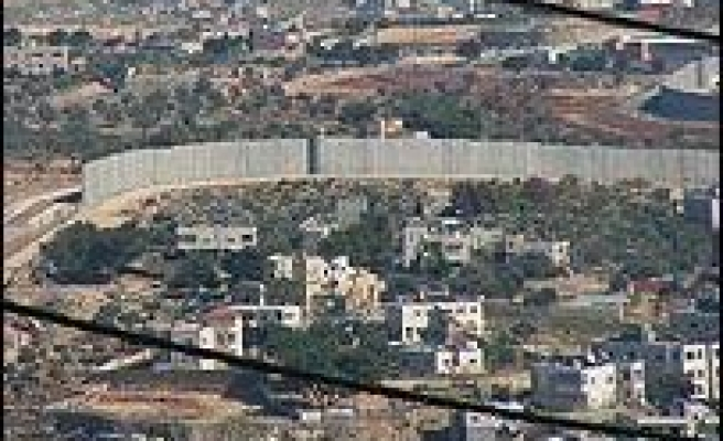 UN: Israel Wall Forcing Palestinians Out