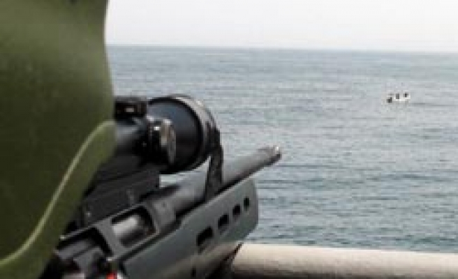Iran warships save commercial vessels from Somali pirate