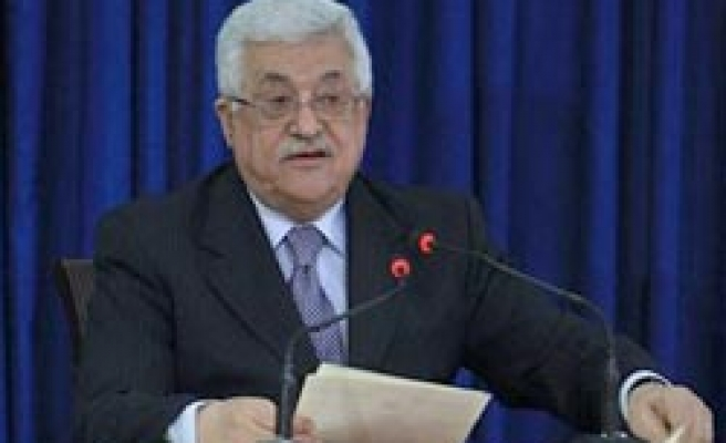 West Bank PM hands establishing Palestine state charter to Abbas