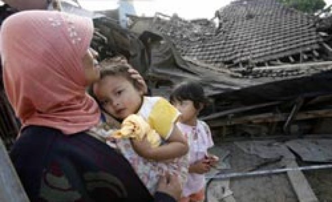 Indonesia searches for quake victims as death toll rises / PHOTO