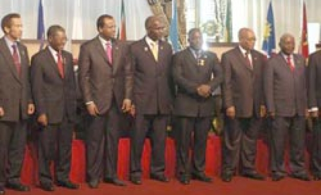 African leaders call on West to end Zimbabwe sanctions