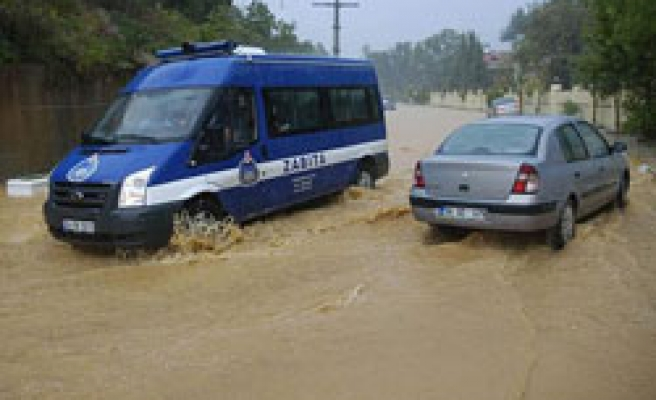 Istanbul highway closed as new flood hits Turkey's Marmara / VIDEO
