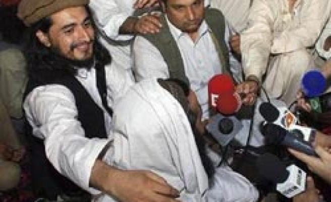 Pakistan's new Taliban chief alive, meets reporters