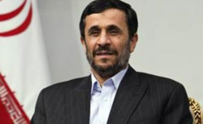 Ahmadinejad says can buy nuclear fuel from America