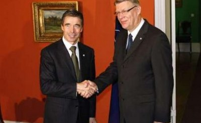 NATO head tries to convince Baltic states to warm Russia ties