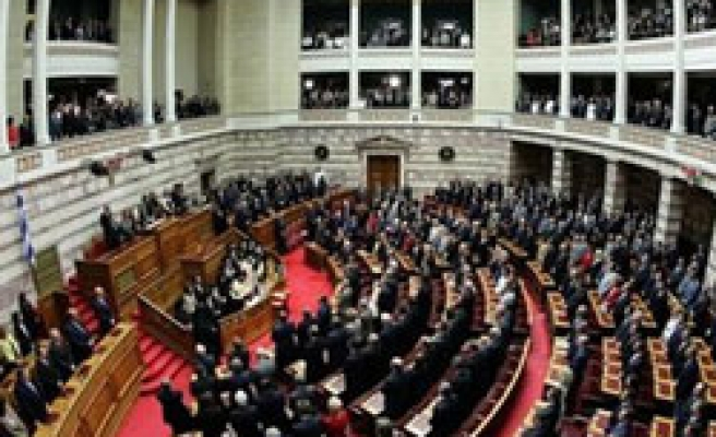New Greek government wins support of parliament