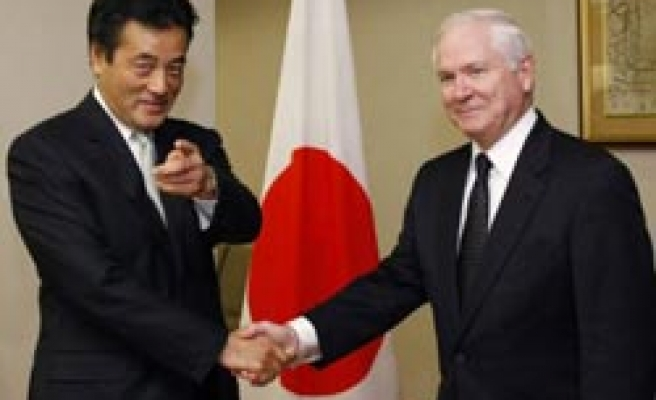 Gates starts Japan trip, rules out reopening talks on troops deal