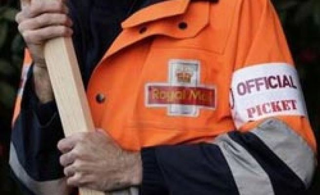 Thousands of British postal workers start 2-day strike